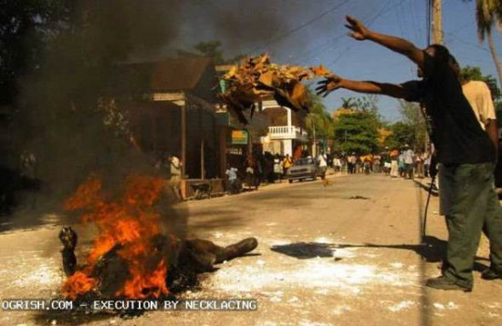 south_africa_execution_by_necklacing_2
